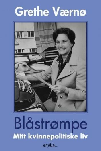 I boken skriver Værnø blant annet om kampen for at kvinner skulle få stridende stillinger i Forsvaret.