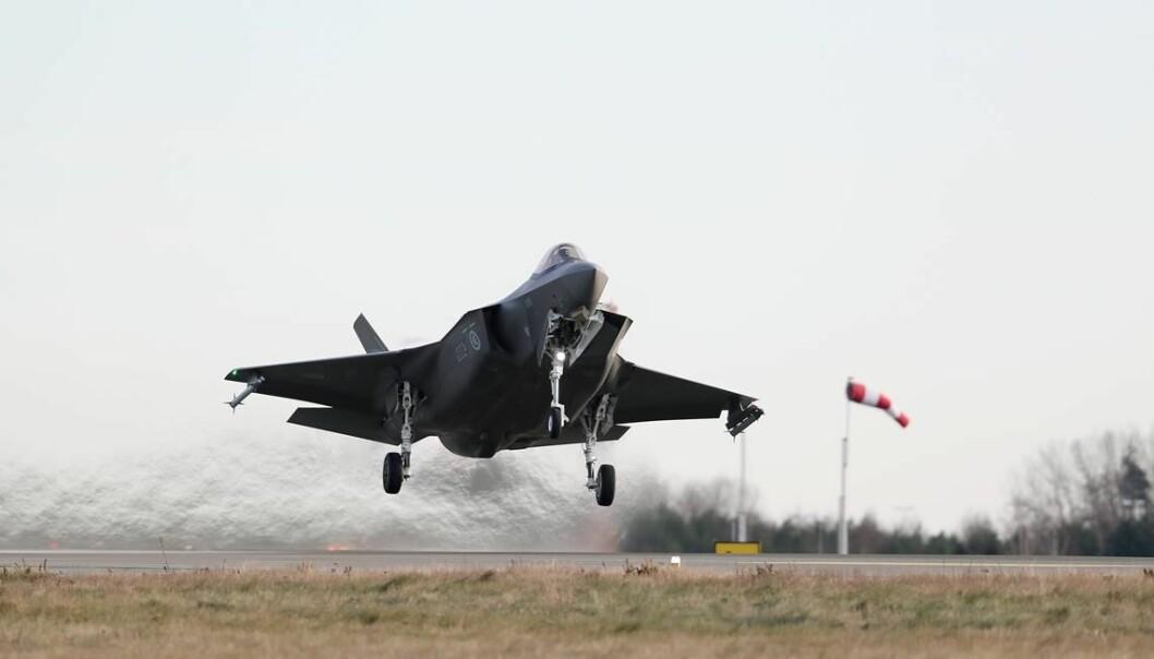 Prisen på F-35 skyter fart med dollarkursen. FOTO: TORBJØRN KJOSVOLD