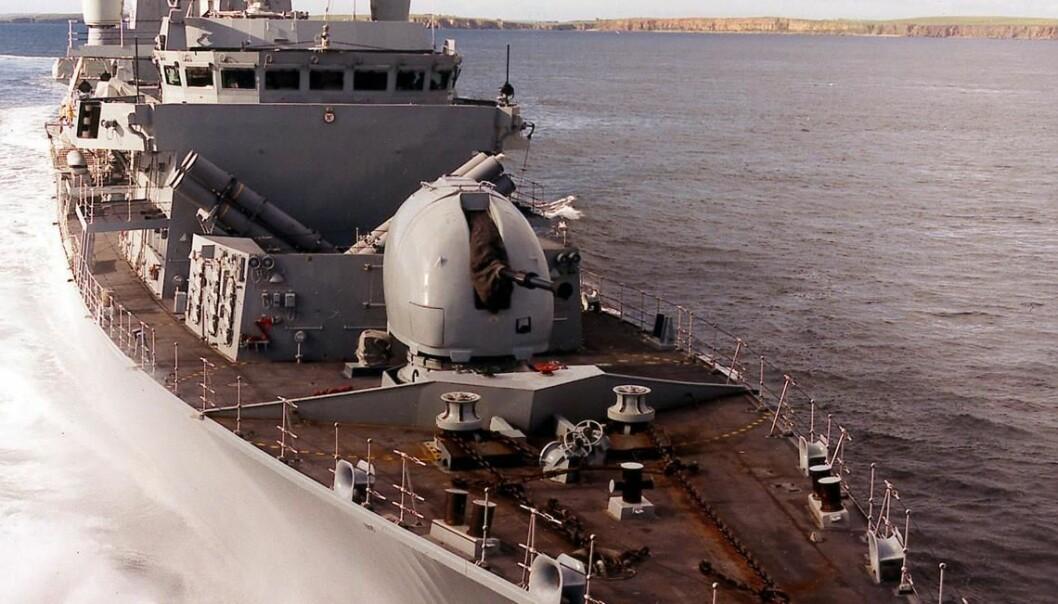 HMS Sutherland avbildet i 2001