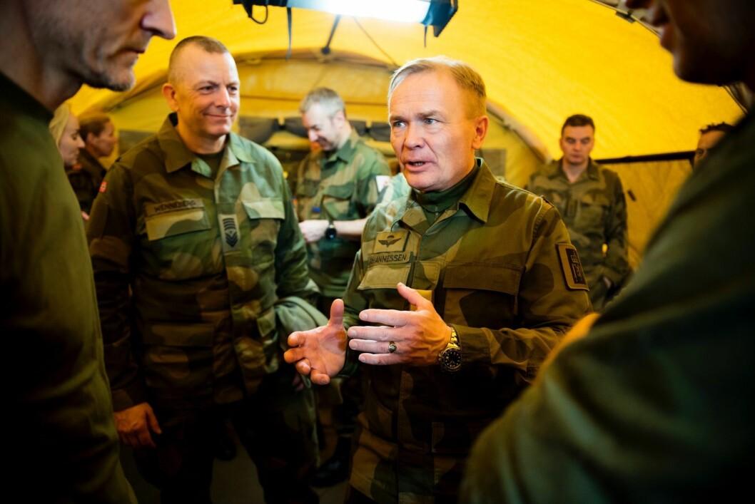 OVERRASKET: Generalmajor Odin Johannessen er ikke fornøyd med at investeringer, materiell og fornyelsesprosesser i Hæren settes på vent.