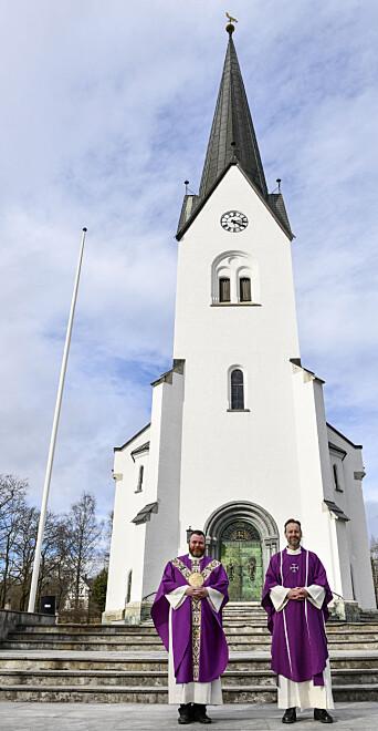 Hamar domkirke er kulisser når gudstjenestene til Sophus Bakketeig og Torstein Holten gjøres digitale.