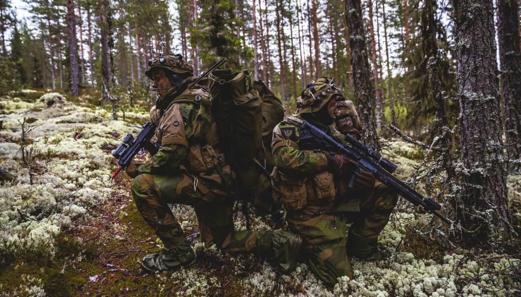 Partileder i Rødt Bjørnar Moxnes frykter for rekrutteringen til innsatsstyrkene til Heimevernet hvis det ikke blir en snarlig løsning på feriepengesaken. Her ser vi soldater fra Innsatsstyrke Rype .