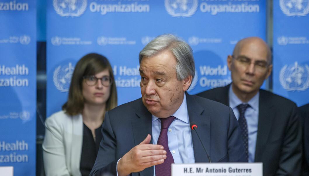 FNs generalsekretær António Guterres snakker under en oppdatering om koronasituasjonen den 24. fenruar hos Verdens helseorganisasjon (WHO) i Sveits.