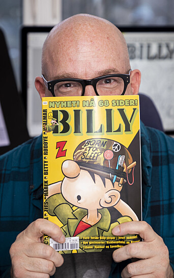 Norsk-amerikanske Samuel Klein med en utgave av den kjente tegneseriefiguren.