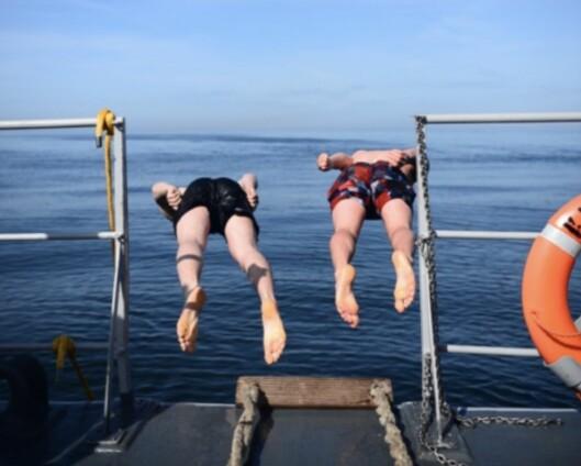 Påske til sjøs: Eggjakt, skirenn på helikopterdekket og synkronstup