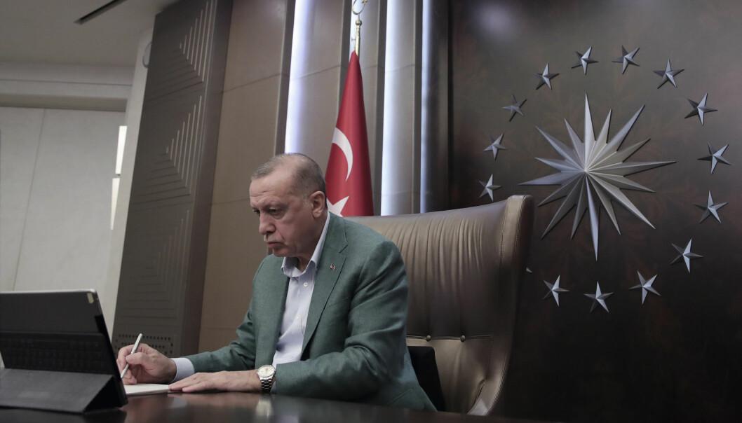 President Recep Tayyip Erdogan deltar i en videokonferanse med sine ministre under koronaviruspandemien.