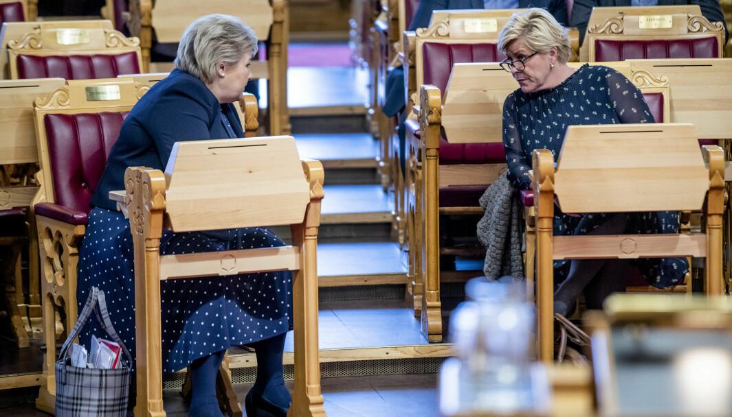 Statsminister Erna Solberg (H) og Siv Jensen (Frp) under finansdebatten i Stortinget der også mistillitsforslaget fra Rødt mot arbeidsminister Anniken Hauglie (H) blir tatt opp.