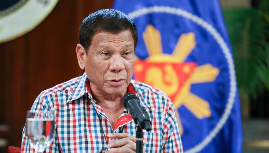 President Rodrigo Duterte snakker til nasjonen om myndighetens tiltak for å hindre spredning av Covid-19.