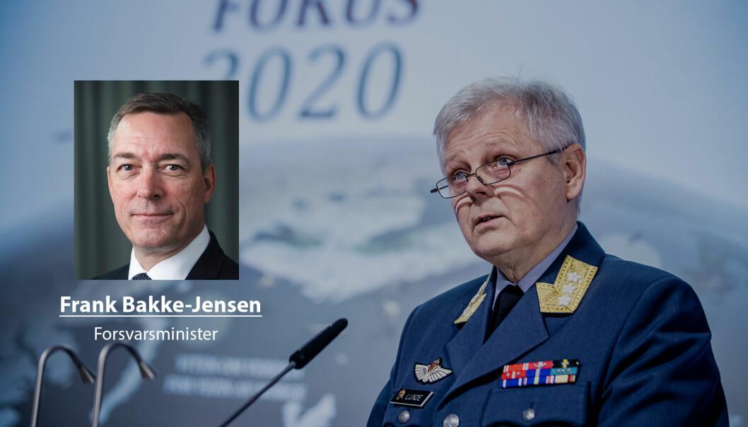 Digitale trusler kan ikke møtes med analoge svar, skriver forsvarsminister Frank Bakke-Jensen. Her ser vi sjef for Etterretningstjenesten Morten Haga Lunde