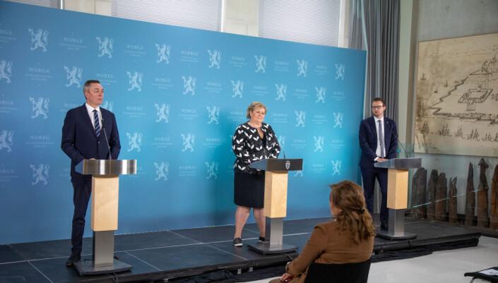 Forsvarsminister Frank Bakke-Jensen (H), statsminister Erna Solberg (H) og barne- og familieminister Kjell Ingolf Ropstad (KrF) la frem regjeringens forslag til ny etterretningstjenestelov.