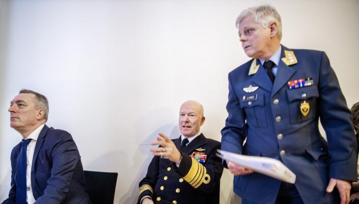 Forsvarssjef Haakon Bruun-Hanssen, sjef for Etterretningstjenesten, generalløytnant Morten Haga Lunde, og forsvarsminister Frank Bakke-Jensen .