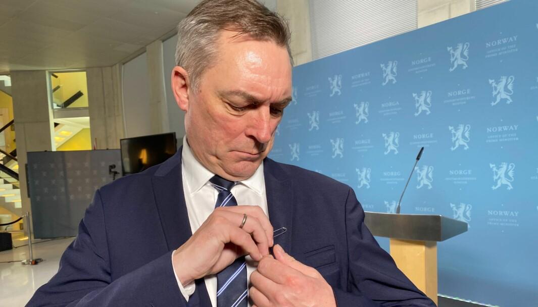Forsvarsminister Frank Bakke-Jensen under fremleggelsen av forslag til ny lov for Etterretningstjenesten. Bindersen var med.