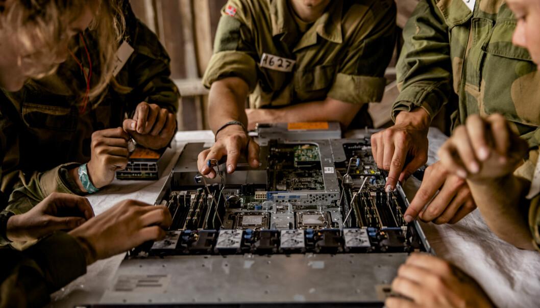 Berit Svendsen som ledet Svendsen-utvalget mener at Forsvaret trenger flere cyber-soldater.