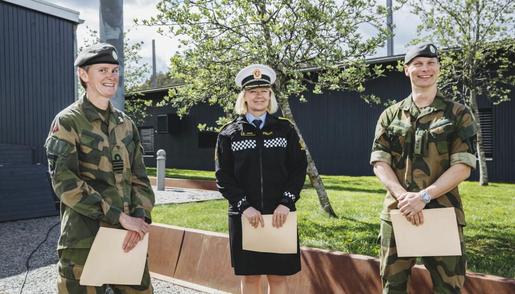 Politimester Ida Melbo Øystese ved Øst politidistrikt sammen med distriktssjef for HV01, kommandørkaptein Marit Strengen og distriktssjef HV02, Oberst Thor Andreas Kårsten.