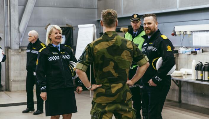 Politimester Ida Melbo Østese holdt en tale for HV-soldatene som har bistått ved grensen til Sverige.