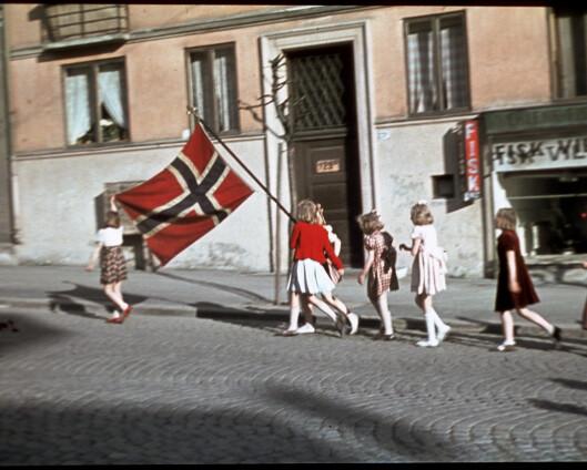 Her hilser Max Manuskong Haakon velkommen hjem