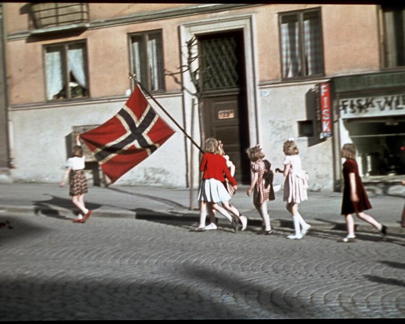 Se de unike bildene fra mai 1945