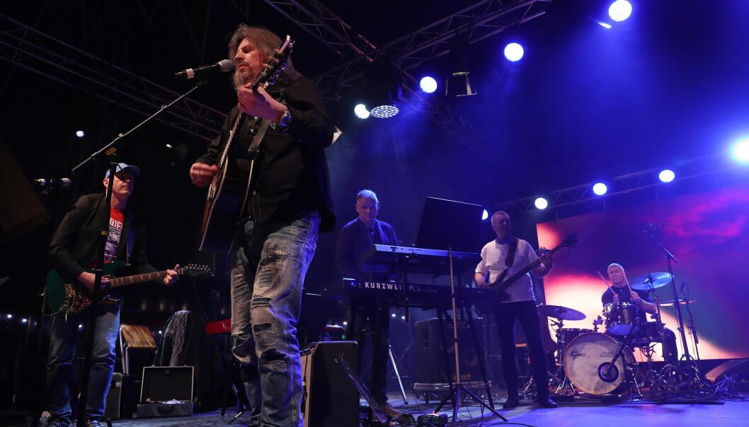 Bandet New Saqi Swingers spiller i teltet på Akershus festning under Unifil-jubileet 2018. På kvelden 8. mai skal de spille digital konsert.