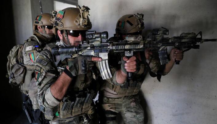 Crisis Response Unit 222 blir trent og mentorert av Marinejegerkommandoen i Kabul. Bildet er tatt under trening.