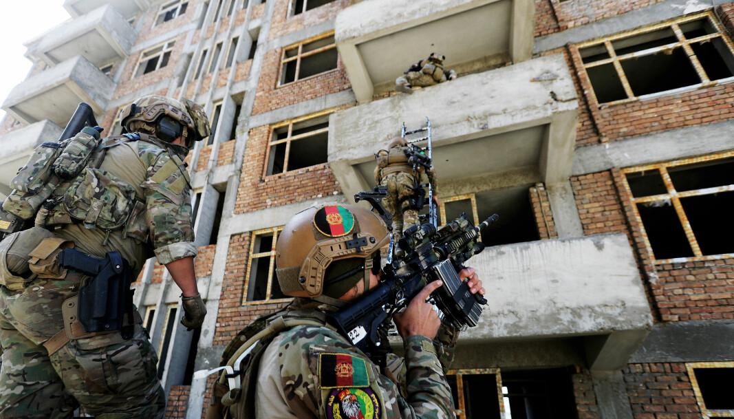 Soldater fra CRU 222 under trening sammen med en operatør fra Marinejegerkommandoen.