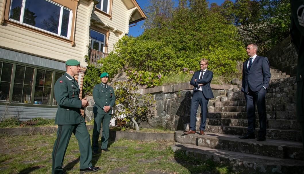 Forsvarsminister Frank Bakke-Jensen besøkte veteranhuset i Mosseveien.