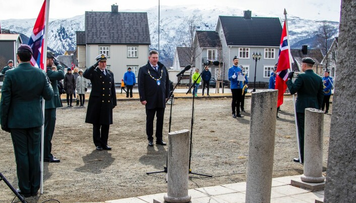 Kommandør Jon Ivar Kjellin og ordfører Rune Edvardsen.