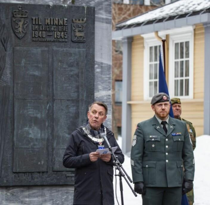 Ordfører Gunnar Wilhelmsen og sjefssersjant Thomas Moelv i Tromsø.