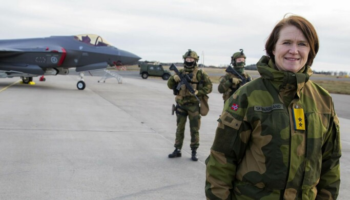 Sjef i Luftforsvaret Tonje Skinnarland under et besøk på Rygge.