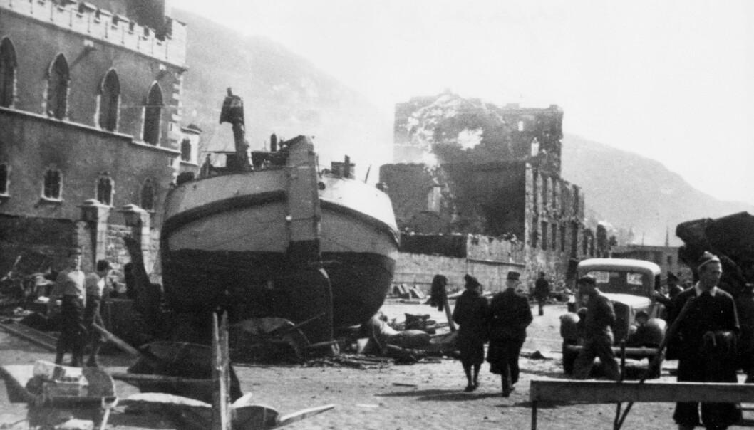 Et tysk skip lastet med ammunisjon eksploderer på havnen. Eksplosjonen forårsaker store skader, og 130 mennesker ble drept.