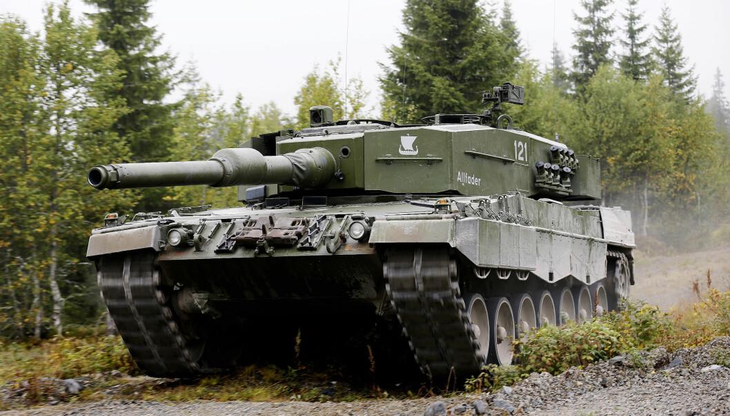 Forsvaret får ikke nye stridvogner før tidligst 2025. Her er en norsk Leopard 2A4NO på øvelse.