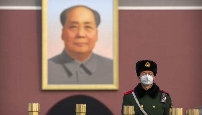 En kinesisk vakt på Den himmelske freds plass i Beijing.