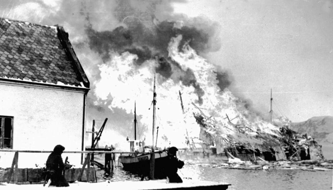 Oljelager i brann i Måløy.