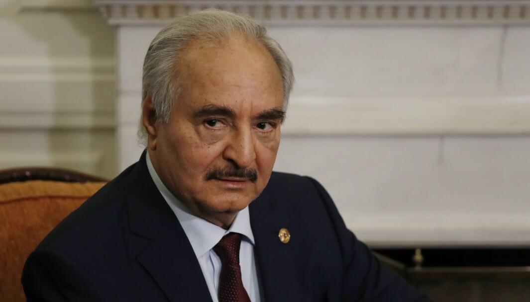 Russland nekter for å støtte den libyske opprørsgeneralen Khalifa Haftar (bildet) og hans LNA-milits militært.