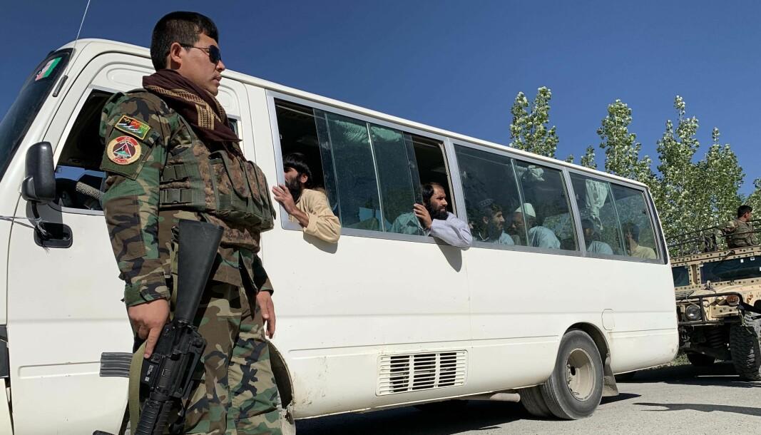 Dette bildet fra 26. mai viser Talibanfanger som snart skal bli løslatt. Afghanistans president Ashraf Ghani sa 24. mai at han ville løslate opp mot 2.000 talibanfanger «som et tegn på velvilje» og som et svar på den tre dager lange våpenhvilen..