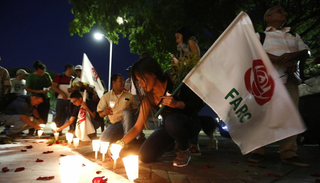 Folk i Cali, Colombia demonstrerer mot drapene på tidligere FARC-soldater i februar 2020. De drepte hadde vært en del av fredsprosessen i 2016.
