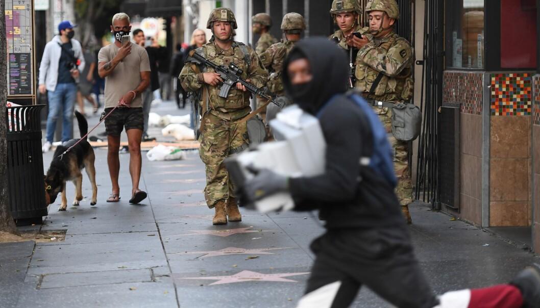 Nasjonagarden er satt inn flere steder i landet. Her er de i Hollywood, California, 1. juni.