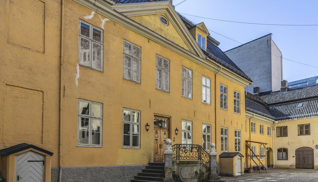 Gamle krigsskolen må ikle havne på det åpne markedet skriver, Oddmund Hammerstad.