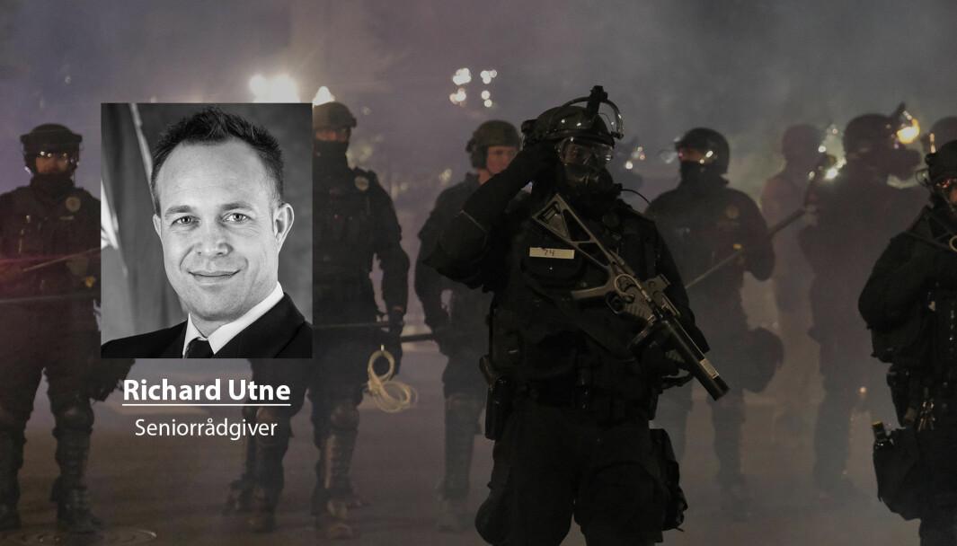 I et demokrati er det viktig at vi har politisk tillit til de som er delegert makt til å investere i vår trygghet, skriver Richard Utne. Her ser vi amerikansk politi i forbindelse med demonstrasjonene i USA.