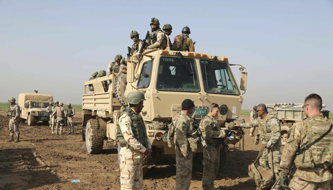 Irakiske soldater deltar i trening sammen med amerikanske og spanske trenere i sørøst for Baghdad i januar 2016.