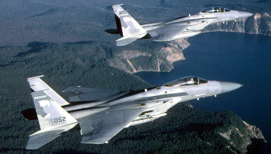 Dette illustrasjonsfotoet viser to fly avtypen F-15.