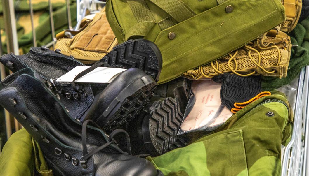 Personlig bekledning og utrustning i forbindelse med innrykk i april.
