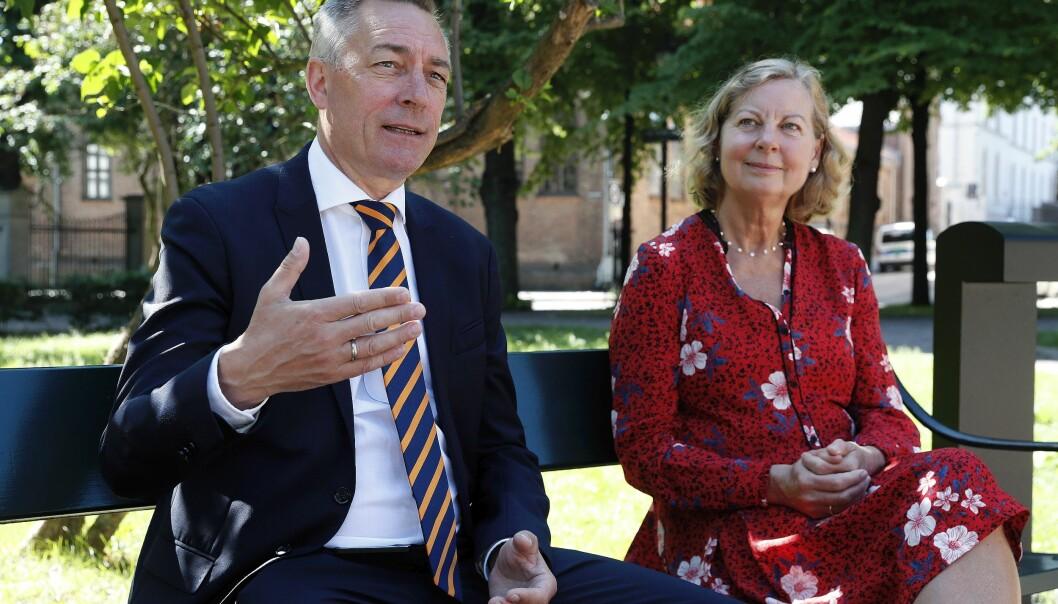 Forsvarsminister Frank Bakke-Jensen og utvalgsleder Berit Svendsen, leder for Svendsen-utvalget, under presentasjonen av Svendsen-utvalgets rapport i Oslo.
