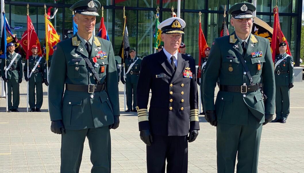 Nåværende sjef Hæren Eirik Kristoffersen (t.v.), forsvarssjef Haakon Bruun-Hanssen, og påtroppende sjef Hæren Lars Lervik.