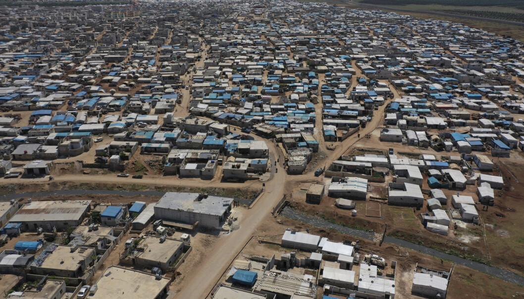 Dette bildet som ble tatt i april, april viser en stor flyktningleir på den syriske siden av grensen til Tyrkia nær byen Atma i Idlib-provinsen. FNs matvareprogram advarer om at landet står på randen av en sultkatastrofe, og at det kan føre til en ny bølge med massemigrasjon fra Syria til Europa dersom hjelpen ikke trappes opp.