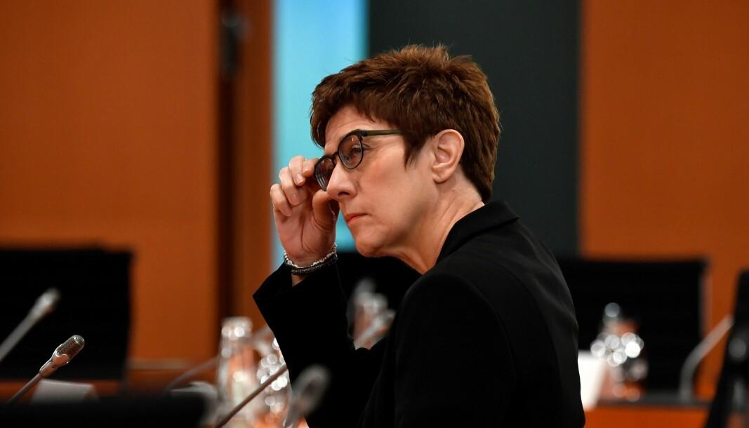 Den tyske forsvarsministeren Annegret Kramp-Karrenbauer har besluttet å legge ned en av avdelingene i den tyske spesialstyrken KSK som følge av avsløringer om ekstreme holdninger og våpenbeslag.