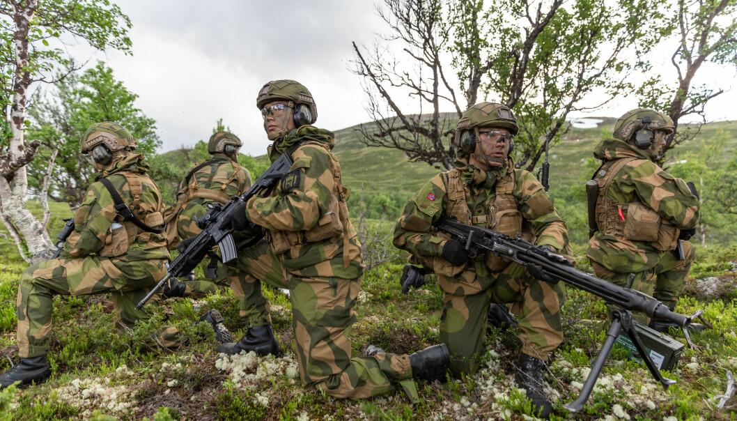 Soldater på grunnleggende lagførerkurs i Trøndelag i juni.