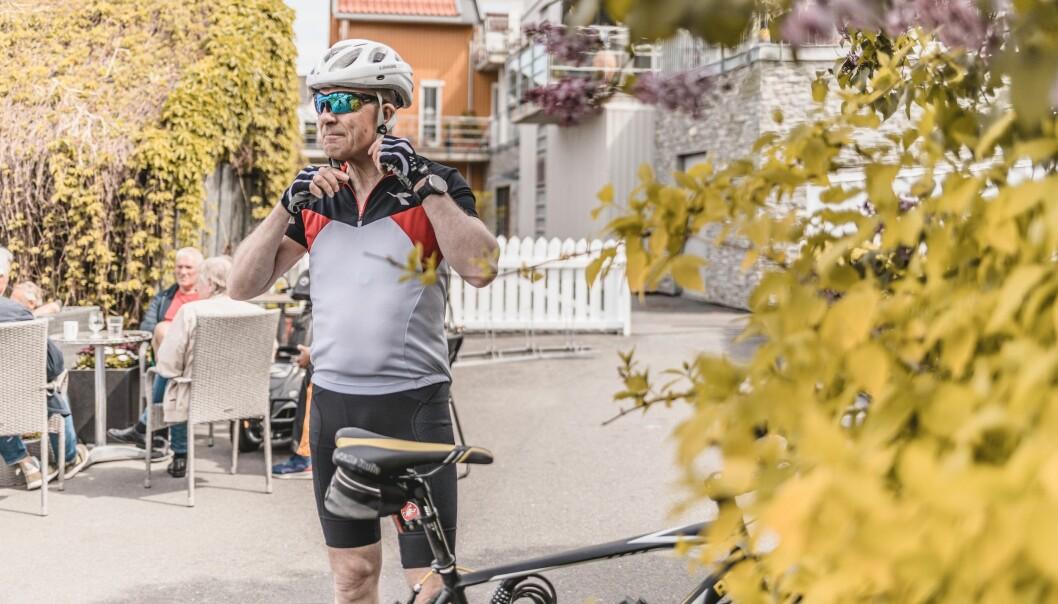 Kaféstopp er vanligvis ikke del av Bruun-Hanssens treningsturer. Han gjør et unntak for å la seg intervjue.