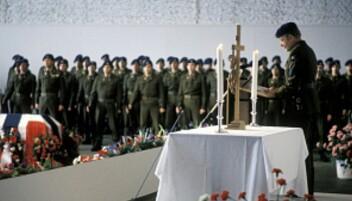 Arne Pran under minnestunden for de omkomne etter Varssdalsulykken i 1986.