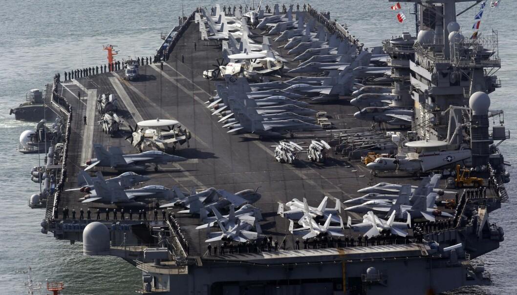 USS Nimitz fotografert i nærleiken av Sør-Korea i 2013.