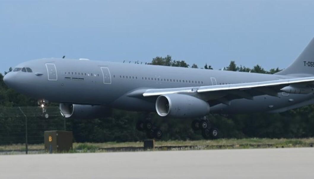 Et A330-tank- og transportfly går inn for landing.